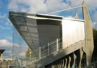 Polykarbonátové panely AKYVER zastřešení tribuny