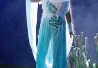 Dekorace z plexiskla na kostýmech pro divadelní představení divadla F.X.Šaldy Liberec